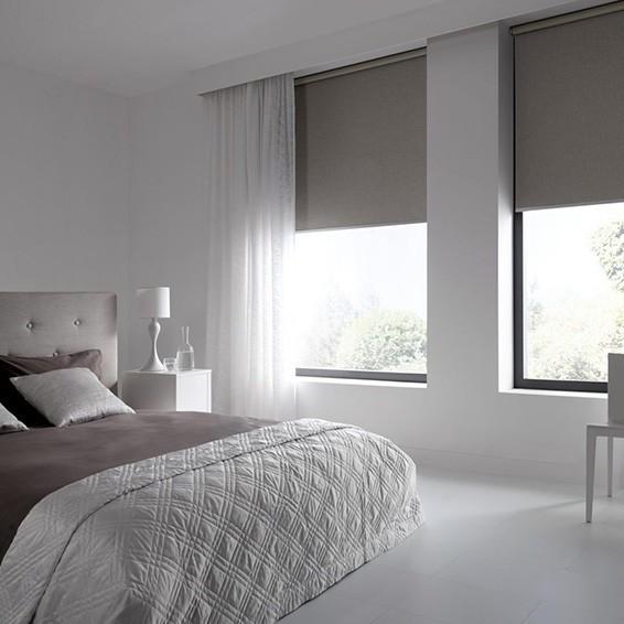 cortina roller blackout y cortina tradicional velo